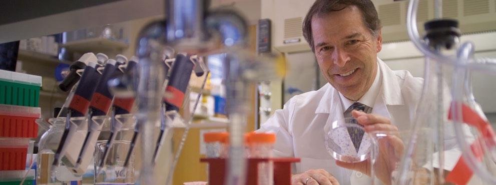 Garth Powis in lab